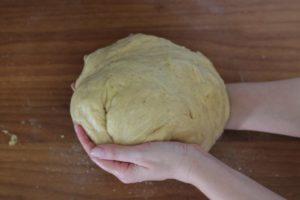 вымесить чтобы тесто не липло к рукам