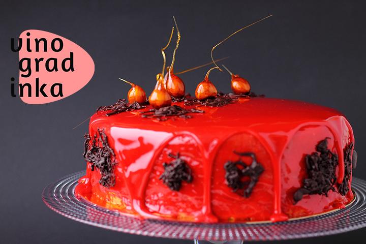 муссовый торт с глазурью и орехами